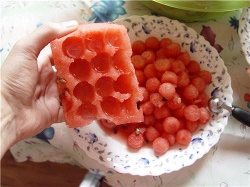 Из этих кусочков вырезаем шарики - 3