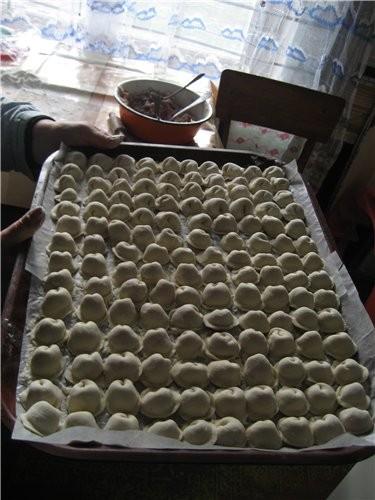 """Мы сегодня на даче устроили """"пельменный день"""", делали тесто без добавления яйца"""