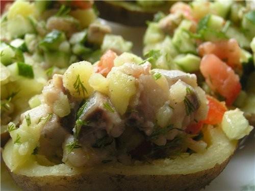 Картофельные лодочки с салатом из селедки и овощей Запеченная картошка, фаршированная сыром Картошк... - 2