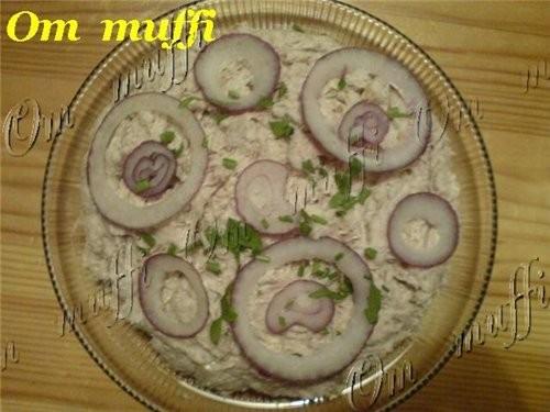 В оригинале этот салат делается из ГАУРМЫ (домашняя тушёнка)