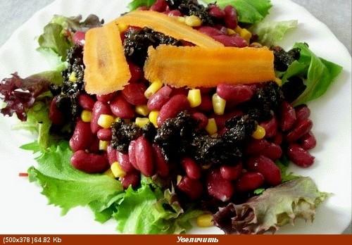 Листья салата, тертая(крупно) морковка, огурчики маринованные, сливы, хамон (ветчина), сыр 4 яйца в... - 4