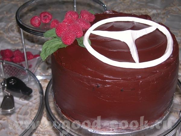Но совсем не обязательно украшать всю поверхность торта