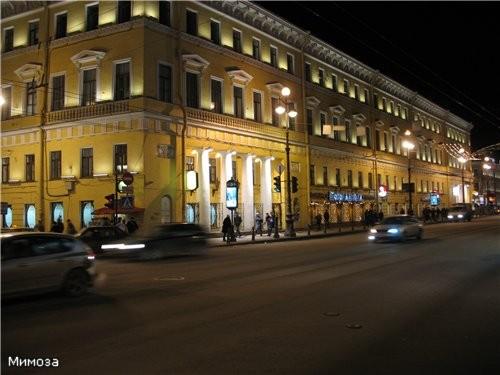 Арка Главного штаба - сворачиваем на Дворцовую площадь Крайний правый дом полностью И вот уже видна... - 3