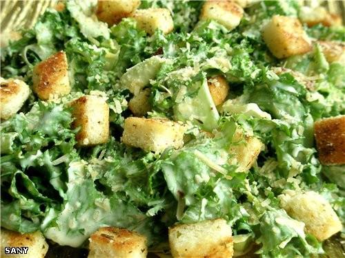 Среди нескольких вариантов этого популярного салата мне очень нравится этот,который давали по италь...