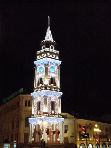 Подходим прямёхонько к одному из самых заметных архитектурных памятников города — сигнальной башне...