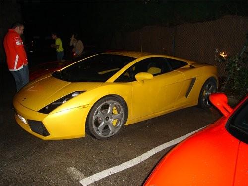 """Были также два автомобиля """" ЛАМБОРДЖИНИ"""" Одна жёлтого цвета Другая - чёрного - 2"""