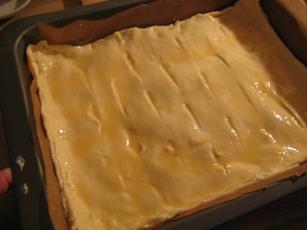 Пирог с брынзой и укропом Упаковка слоёного теста, брынза, свежий укроп, яйцо, ложка сметаны - 8