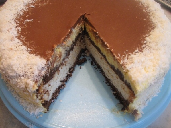 Нарезаем торт – он и на разрезе красивый