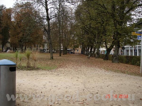 улочки вот очередной парк а это памятник революционистам (шутка) вот смотрите банда грабит банк раз... - 3