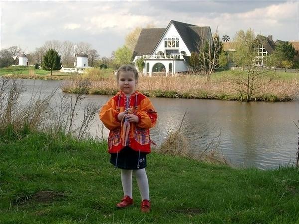 Ильяна Вот нашла фотку Гифхорна, где дочя на фоне нашего музея Мельниц, а другие потом позже