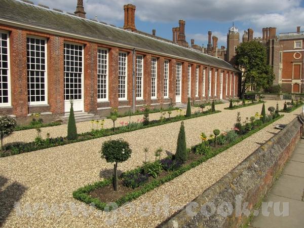 несколько поколений английских монархов перестраивали и расширяли дворец - 2