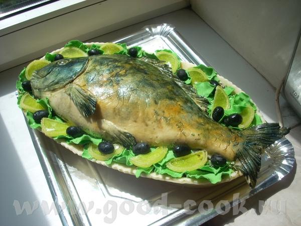 Тортик в виде рыбы на блюде