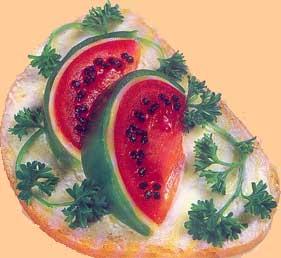 Нам потребуется: Хлеб Помидор Зеленый сладкий перец Сыр Черная маслина Сливочное масло Петрушка