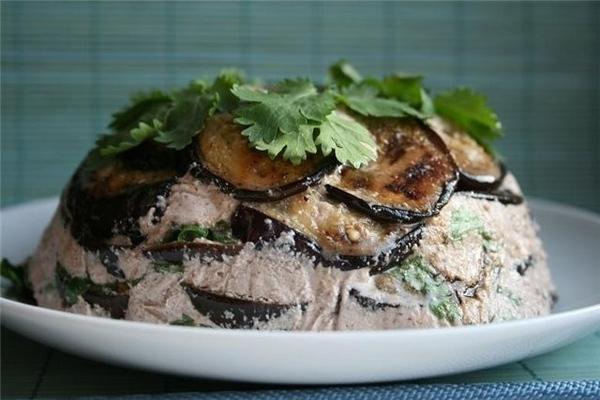 Баклажаны в ореховом соусе с кинзой и чесноком