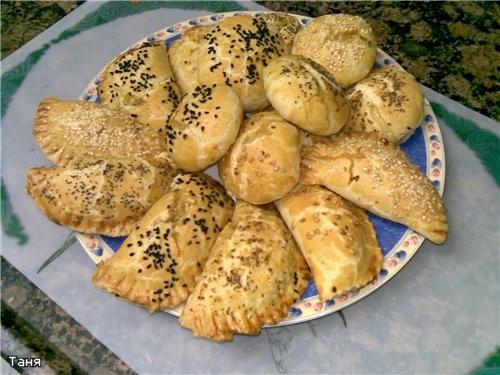 Пирожки и булочки с баклажаном и сыром