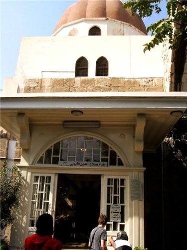 Пройдя рынок попадаем на площадь около мечети Омейядов Здесь множество лавочек торгующих всем чем м... - 5
