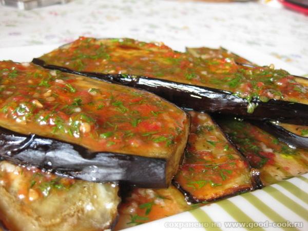 Запеченные баклажаны с чесночно-томатным соусом