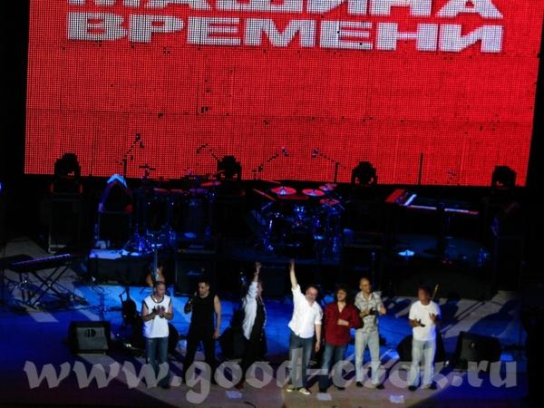 Ну а теперь главные действующие лица А это уже окончание концерта, вся группа вышла на поклон - 3