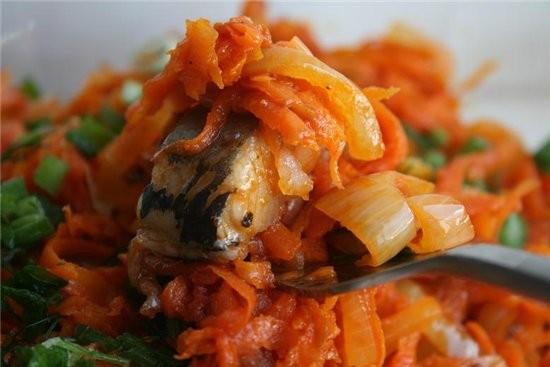 закуска из сельди с морковью и луком 2 небольшие соленые сельди 3 крупные морковки 2-3 луковицы 2 с...