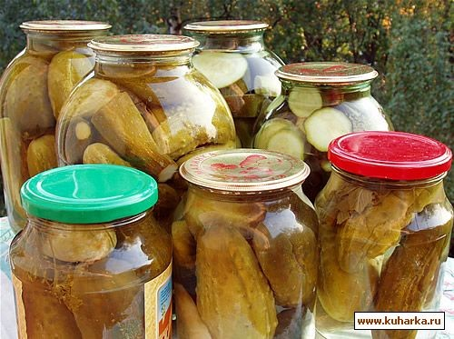 А еще закрыла огурчики и кабачки по рецепту болгарских огурчиков и компот из слив