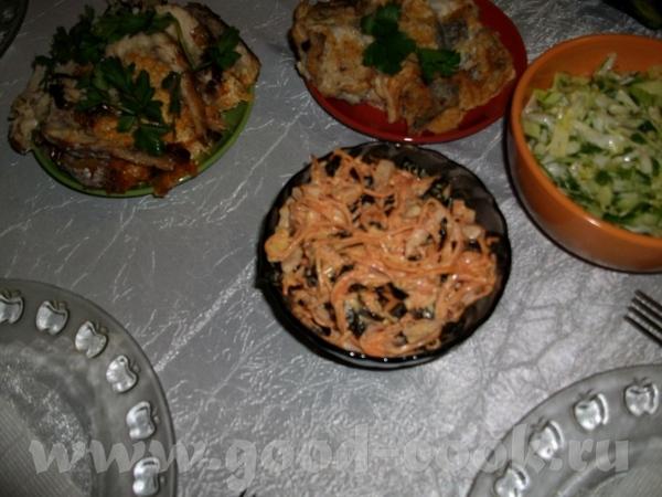 салатик с черносливом,морковкой по-корейски,колбаской ветчинной