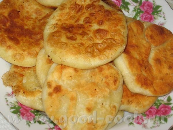 Жареные пирожки с картошкой Наташа, в общем до твоих им еще расти и расти, не получаются у меня так...