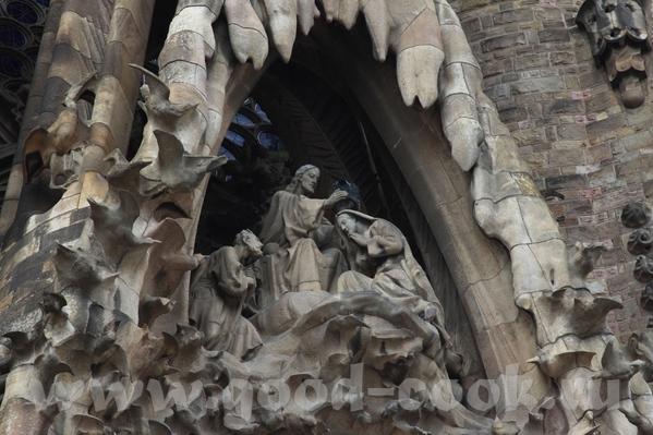 Следующая остановка была у собора Саграда де Фамилия, который строится уже более 50 лет, и тоже по... - 3