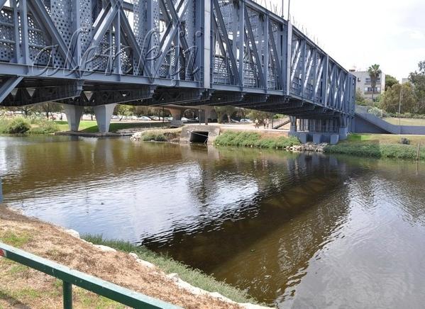 Сначала это весеннее утро мы провели на реке Яркон - 5