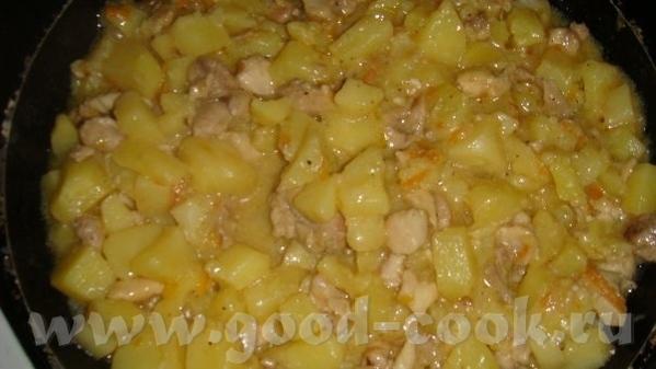 Картофель с курицей, тушеные в кефире 600 гр картофеля очищенного 2 окорочка 1 морковь 1 маленькая...