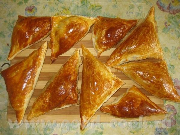 Слоёные пирожки Начинка-жаренный фарш+отварное яичко мелко порубленное+зёрнышки барбариса для кисли...
