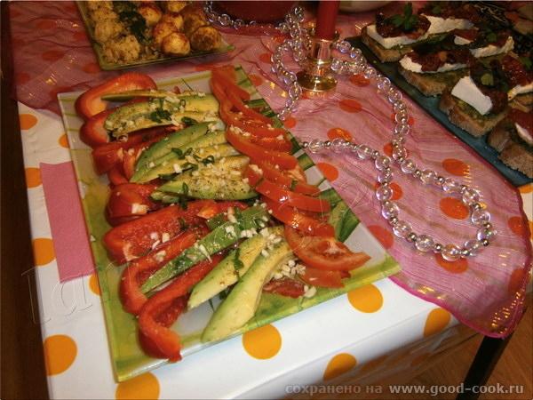 салат с авокадо, болгарским перцем и помидорами