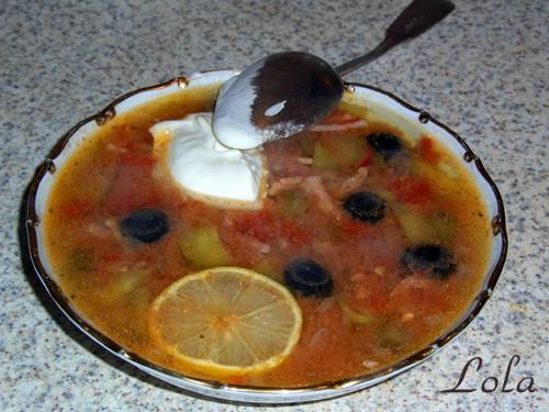 Солянка мясная ( изготовлена в мультиварке)