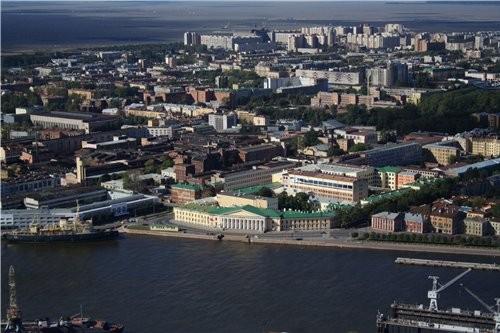 Здание горного института (теперь университета видимо), слева ледокол Красин там на заднем плане уже...
