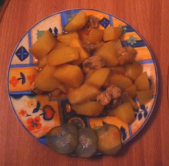 Сегодня на обед у нас был грибной супчик , а на ужин картошка, тушенная с мясом - 2