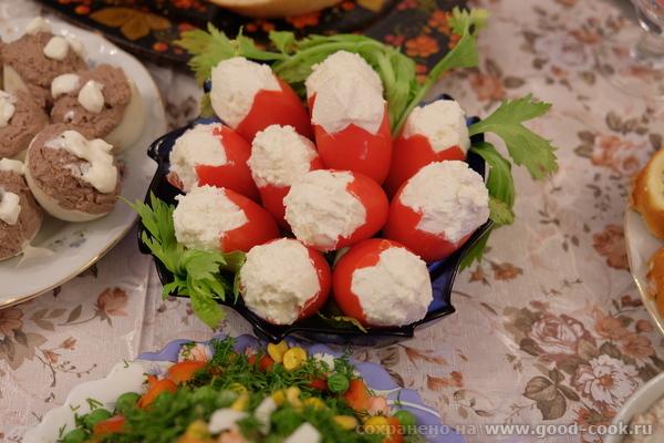 Фаршированные творогом с чесноком помидорки-сливки