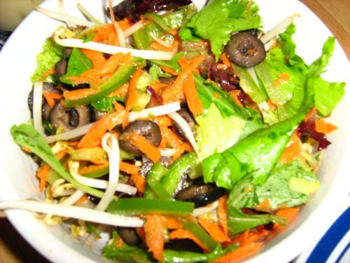 """вкуснятинка от Muffi """"полосатики"""" салат с оливками,морковью,болгарским перцем и ростками бобов + пе... - 2"""