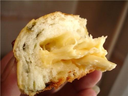 И еще из того же теста, что на хлебные палочки, я слепила несколько пирожков - 3