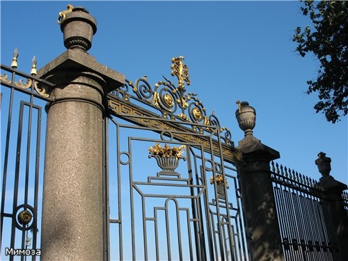 Знаменитая решетка Летнего сада находится со стороны Невы Автор решетки - Юрий Фельтен - сын повара...