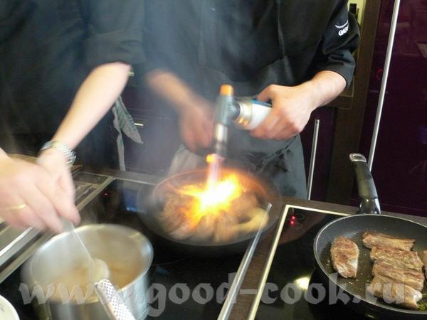 А это готовится следующее блюдо: А тут очень даже видны те самые «боевые условия», в которых приход...