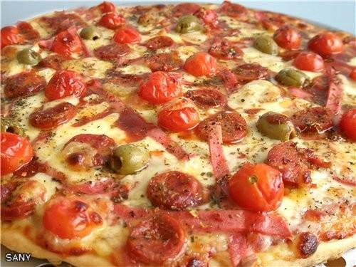 А еще приготовила ребятам (друзьям сына) вот такую пиццу