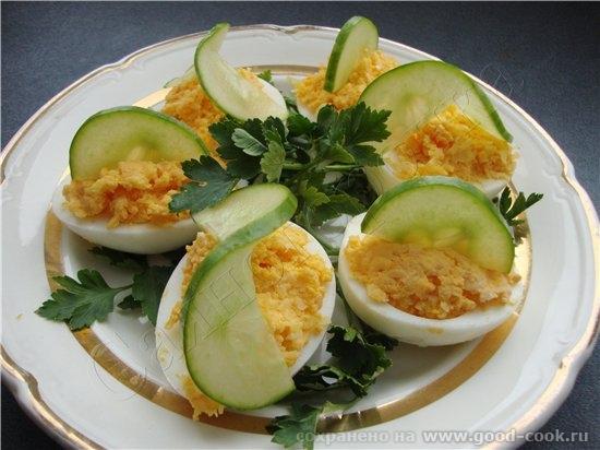 фаршированых яиц великое множество, есть начинки соленые, копченые, сладко-кислые, острые - 2