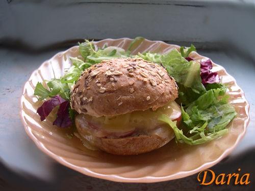 А у нас на завтрак была сердечная яичница от Марины(Emerald) и зерновые булочки с сыром и говядиной... - 2