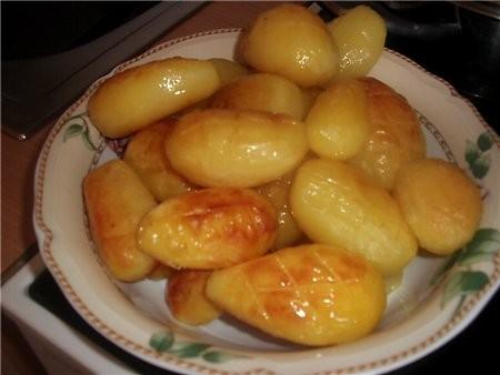 на горячее подавала запеченный картофель ребра и окорочка в соусе барбекю (рецепт соуса брала на на...