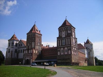 В Беларуси советую заехать в Мирский замок
