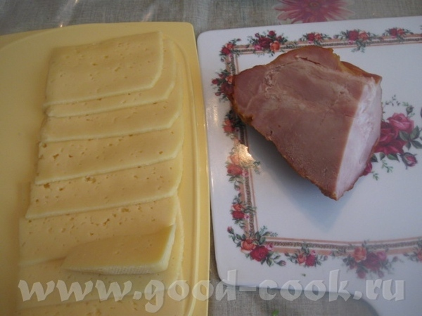 Нашелся кусок свиной шеи и сыр ( к сожалению, уже нарезанный)