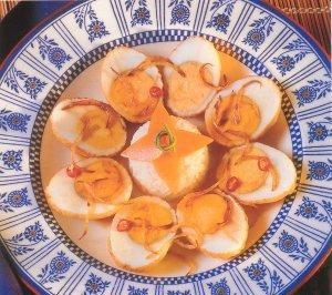 """Яйца """"для свекрови"""" Ингредиенты: На 4 порции: 6 яиц, сваренных вкрутую, очищенных 4 ст л подсолнечн..."""
