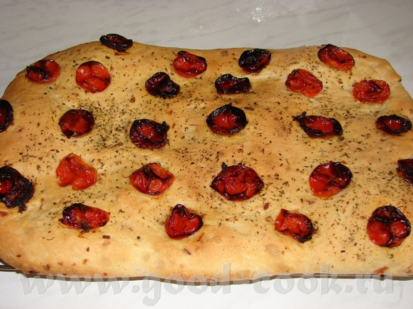 Поскольку мужу понравился, решила испечь его с печеными помидорами Пока тесто в ХП делалаось, в мик...
