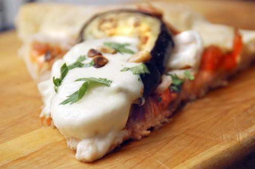 Пица Капоната с баклажанами, помидорами и луком Готовое тесто для пицы 2 небольших баклажана ( разр...