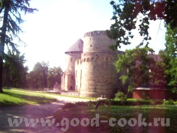 Вот была недавно в Цесисе, фотки оттуда- замок и городской пруд - 3