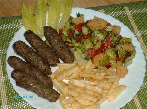 """""""Кюфта"""", салат """"Фаттуш"""" и жареная картошка - вот такой у нас сегодня обед - ужин"""